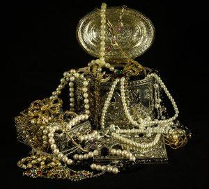 Cumpar bijuterii vechi